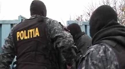 Șase bărbați acuzați de două furturi dintr-o fermă din Vădeni, reținuți aseară de polițiști