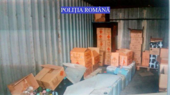 Arsenal de articole pirotehnice si 1395 litri de combustibil confiscate de politisti de la un brailean