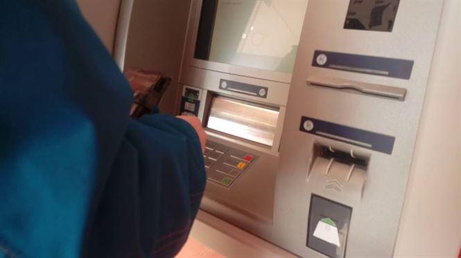 100 de zile muncă în folosul comunității pentru brăileanul care fura bani din bancomate cu furculița