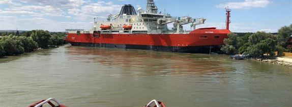 Un corp de navă care se afla în drum spre Marea Neagră, a blocat Dunărea maritimă în dreptul localităţii Partizani