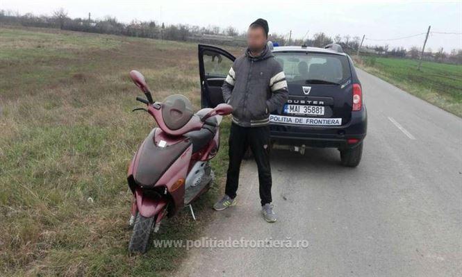 Un brăilean depistat fără permis de conducere, la ghidonul unui moped