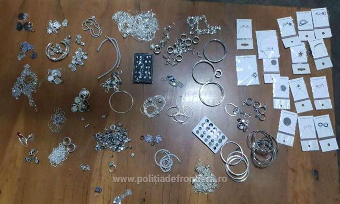Un brăilean surprins la vamă cu peste un kg de bijuterii fără documente legale