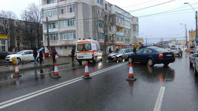 Accident frontal pe strada Grivita, in apropiere de Piata Mare