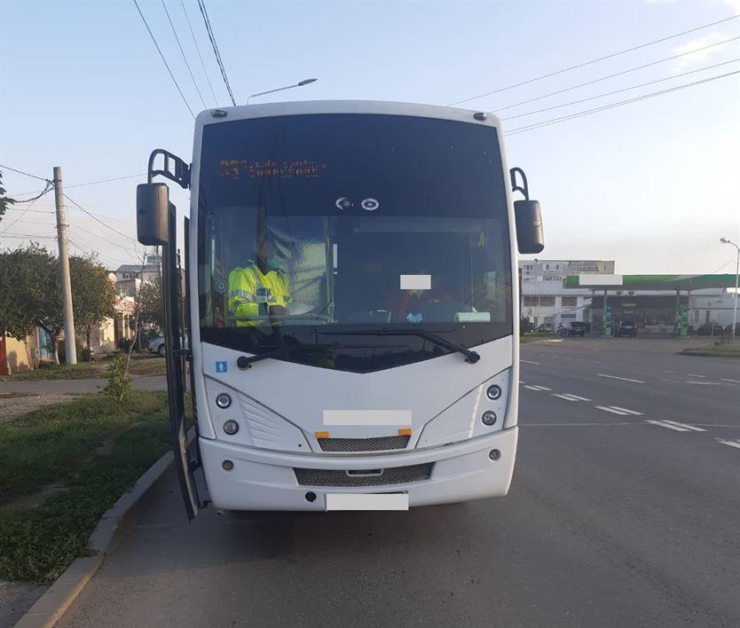 Polițiștii au sancționat 23 de pasageri și 3 șoferi care nu au respectat măsurile de protecție privind purtarea măştii de protecție în mijloacele de transport