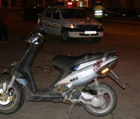 Băut și cu permisul anulat, a fost depistat de polițiști conducând un moped în toiul nopții