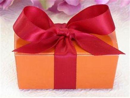 O treime dintre romani a primit anul trecut cadouri nedorite, pe care le-a oferit altora