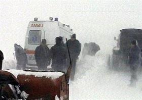 O ambulanta a fost blocata cu un pacient la doi km de comuna braileana Victoria din cauza sulurilor de zapada