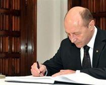Traian Basescu a promulgat Legea bugetului