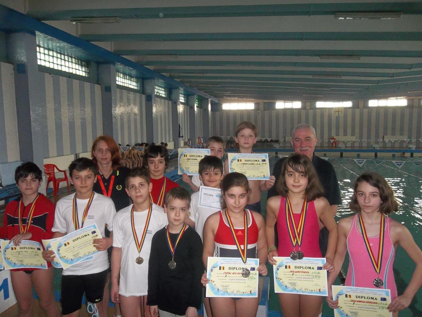 18 medalii pentru inotatorii de la LPS Braila la Cupa Bistritei
