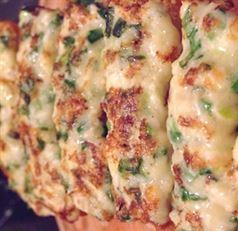 Tartine calde rapide, cu branza si ceapa verde