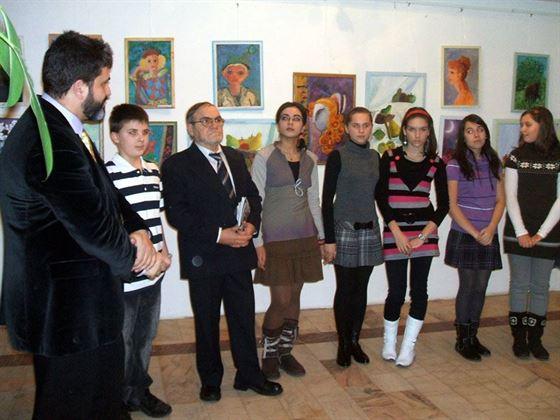 """Expozitie anuala a Cenaclului plastic """"Coloana H"""", coordonat de artistul plastic Hugo Maracineanu"""
