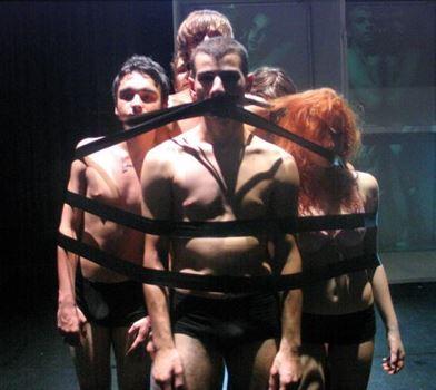 """Zece detinuti au primit permisiunea de a viziona piesa """"Omul perna"""""""