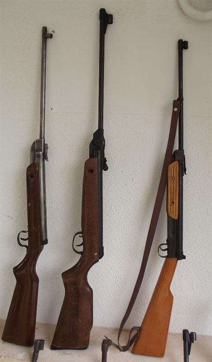 Perchezitii domiciliare la detinatorii ilegali de arme si munitie