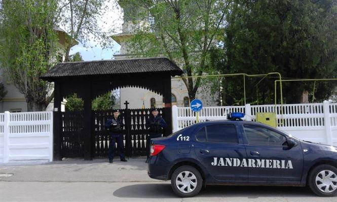 Jandarmii vor fi in zona bisericilor in serile in care au loc slujbele de Denii si Invierea