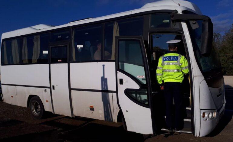 Doi șoferi și 15 pasageri sancționați pentru nerespectarea măsurilor privind purtarea corespunzătoare a măştii de protecție în mijloacele de transport