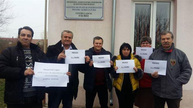 Protestele angajatilor APIA continua si nu exclud greva generala