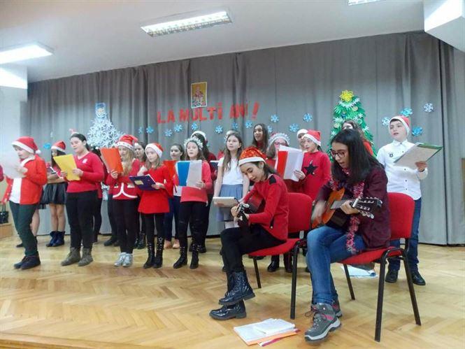 """Şcoala Gimnazială """"Fănuş Neagu"""", la ceas de sărbătoare"""