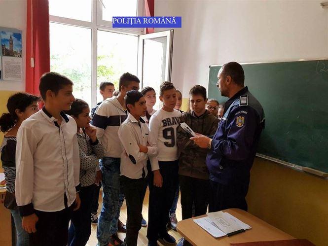 Absenteismul scolar in atentia politistilor braileni