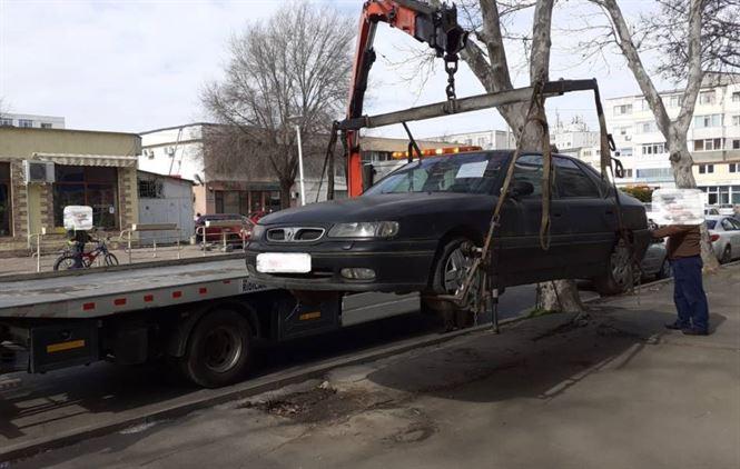 Polițiștii locali au identificat anul acesta 64 de autoturisme abandonate pe domeniul public