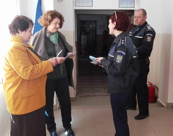 Protejarea proprietatii, tema abordata de politisti la intalnirile cu cetatenii din mediul rural