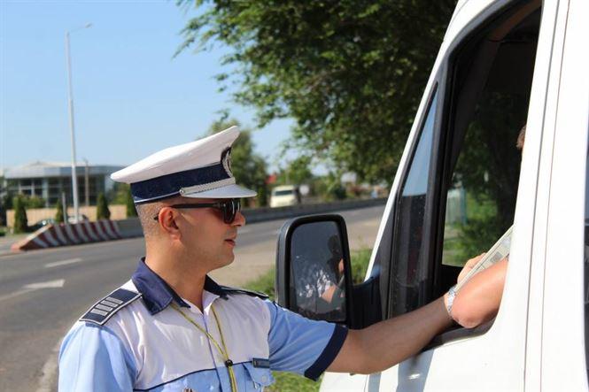 40 autovehicule oprite în trafic și 17 șoferi testați cu aparatul etilotest