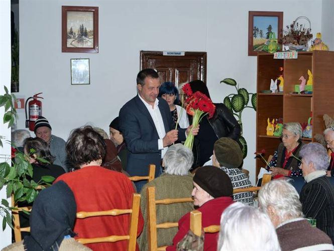 Varstnicii din caminele de batrani si cei care au implinit 50 de ani de casnicie premiati de Primaria Braila