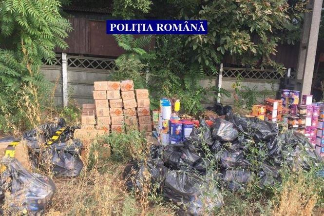 Articole pirotehnice în valoare de circa 350.000 lei confiscate de polițiști