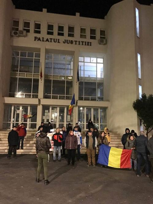 Circa 50 de brăileni au ieșit să protesteze împotriva Guvernului