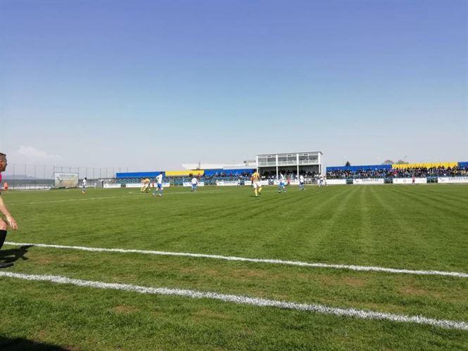Cu jumătate de echipă formată din juniori de 17 ani, Dacia Unirea a primit 9 goluri la Bacău