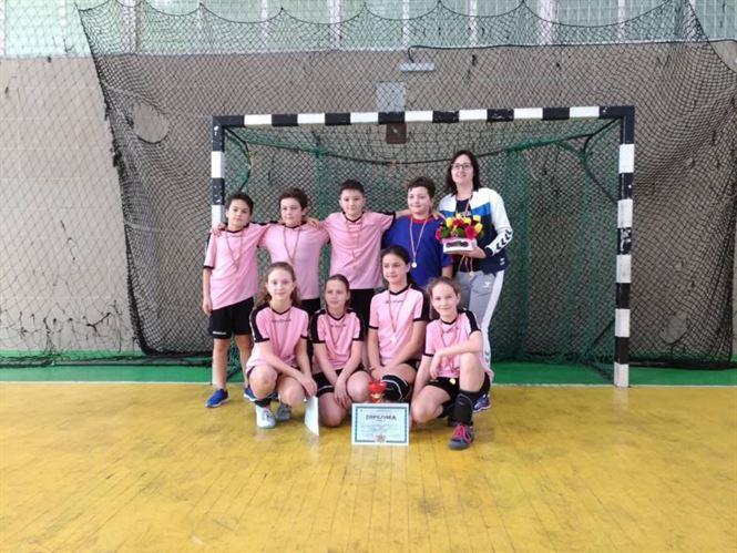 Echipa Școlii Mihai Eminescu a câștigat etapa județeană a ONSS la handbal mixt ciclul primar