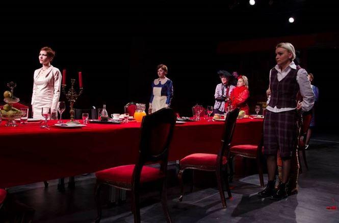 """""""8 femei"""", sâmbătă seara la Teatrul Maria Filotti"""