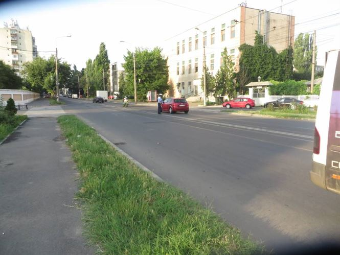 Accidentata de un biciclist in timp ce traversa neregulamentar Calea Galati