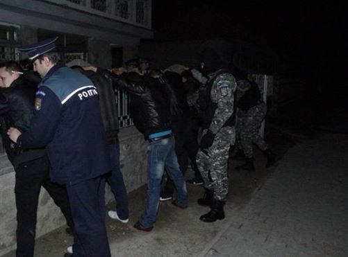 Actiuni ale politistilor in zona discotecilor si cafe-barurilor