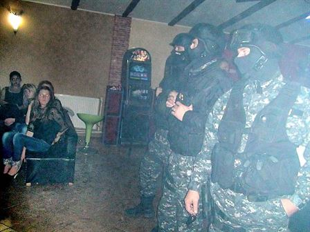 Actiuni ale politistilor in zona discotecilor