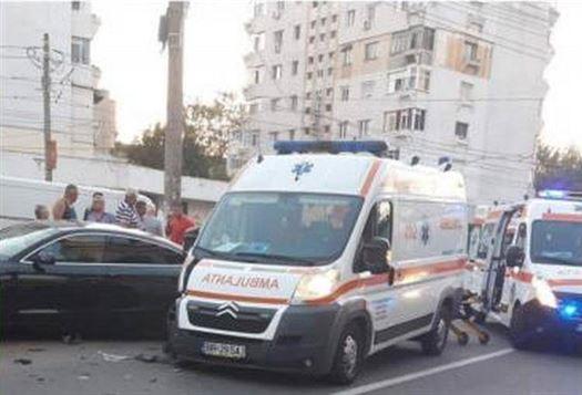 Ambulantă implicată într-un accident rutier pe Bulevardul Dorobanților