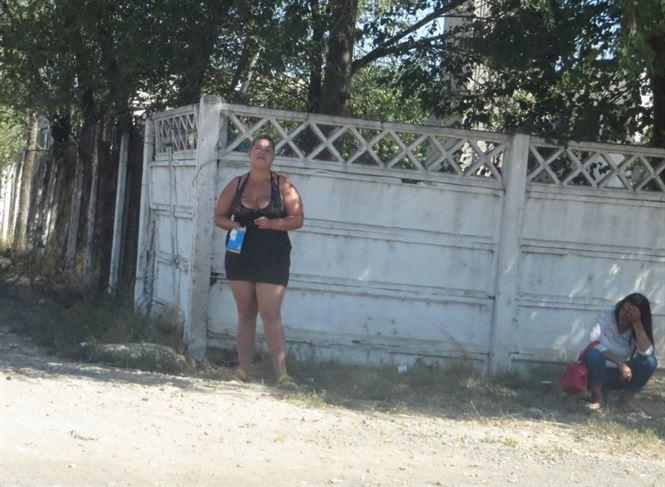 """Prostituatele iesite la """"munca"""", amendate de Politia Locala"""