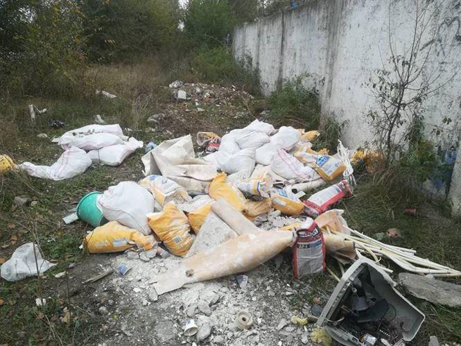 Amendati pentru aruncarea gunoaielor sau zapezii din curte pe domeniul public