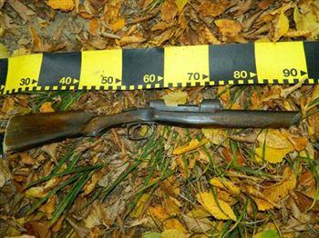 Arma confecţionată artizanal a fost ridicată de poliţişti