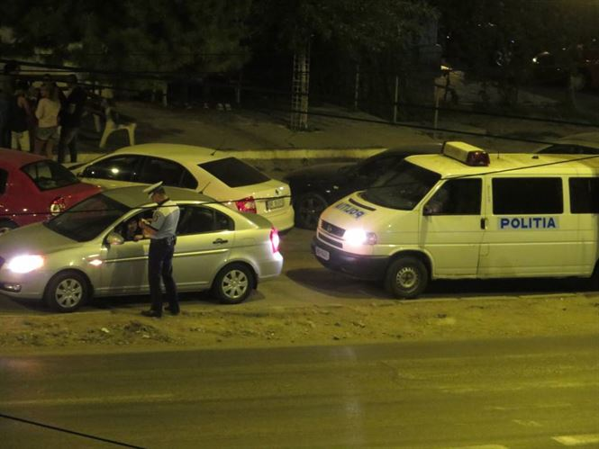 Autoturisme oprite in trafic si peste 180 persoane legitimate de politisti