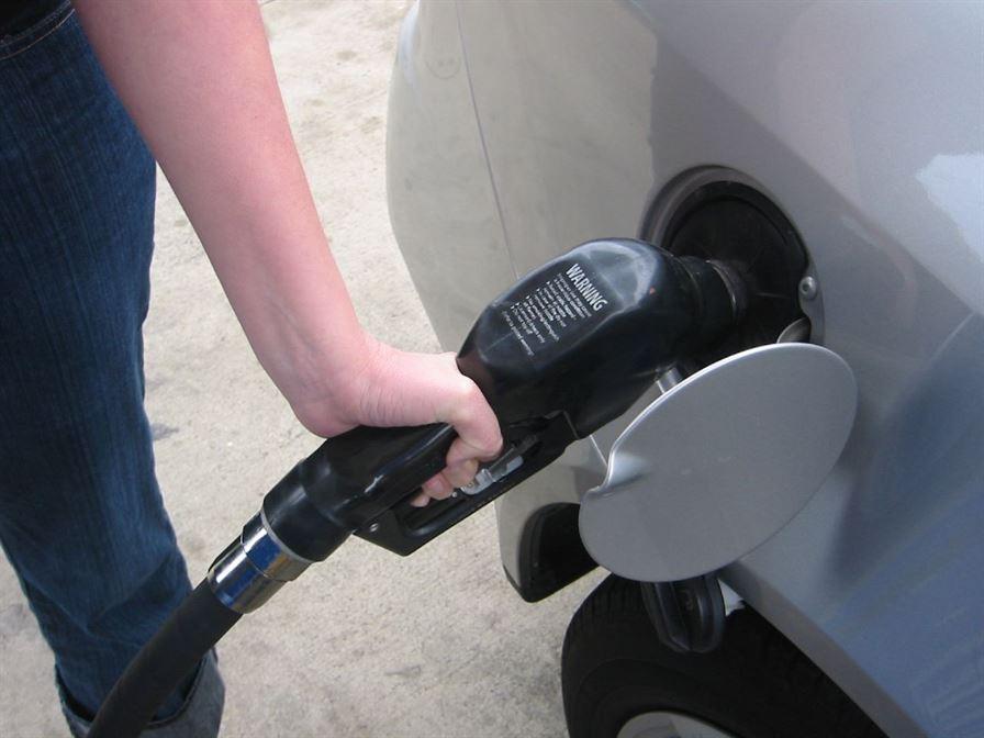 Bloomberg – Benzina costa in Romania de doua ori mai mult decat in SUA