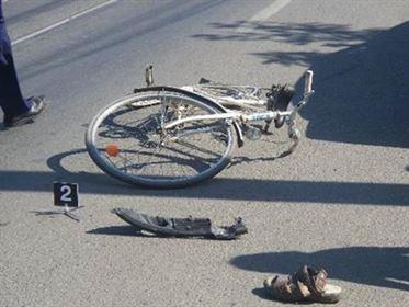 Biciclist neatent accidentat in Chercea