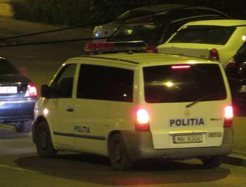 Briceag confiscat de polițiști din torpedoul mașinii unui brăilean de 20 de ani