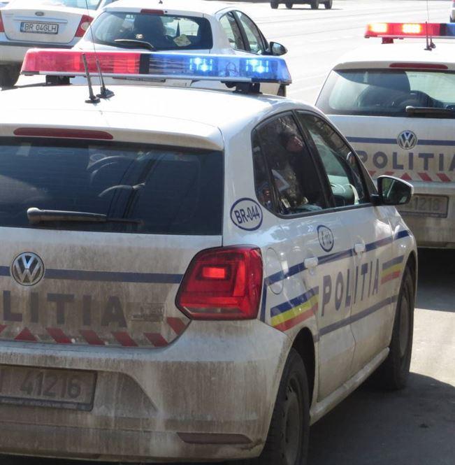Polițiștii au confiscat articole vestimentare în valoare de 200 de lei