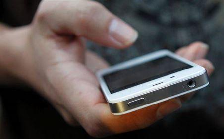 Cercetat pentru furtul a doua telefoane mobile