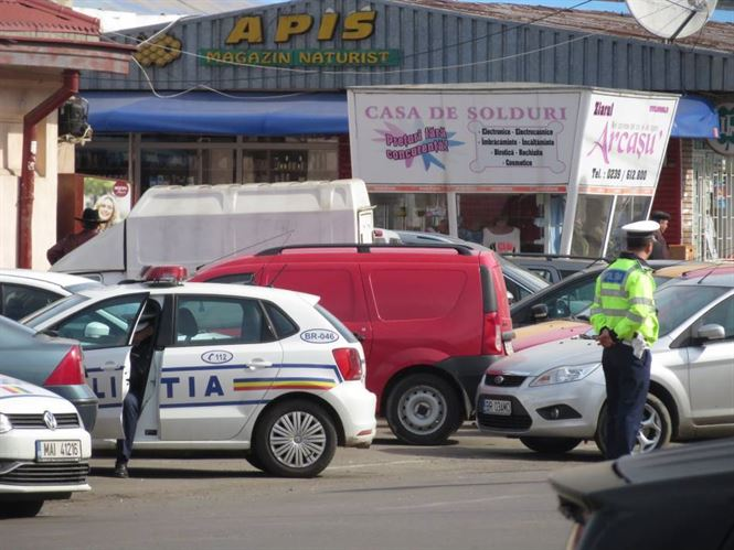 Comercianti ambulanti sanctionati de politisti