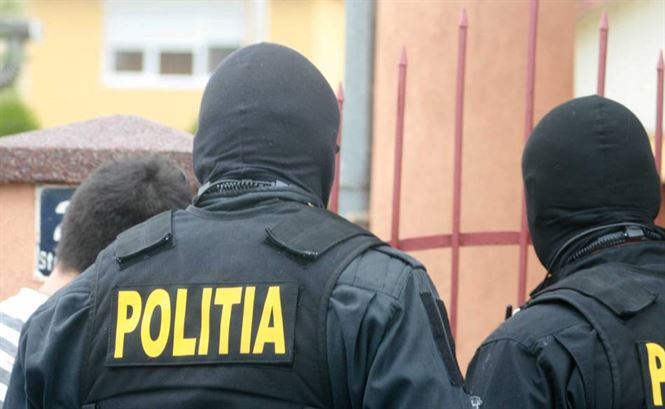 Condamnat saltat de politisti si trimis in Penitenciar
