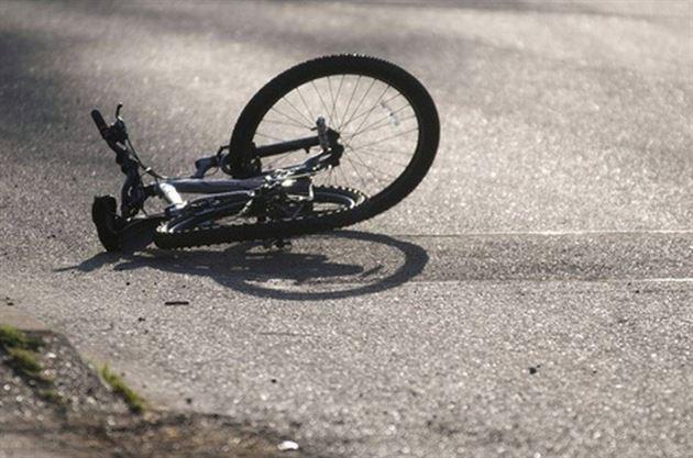 Copil de 11 ani accidentat in satul Plopu in timp ce mergea cu bicicleta