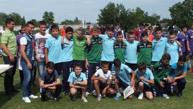 Grupele 2003 si 2004 de la Academia Stars joaca in semifinale la Brasov