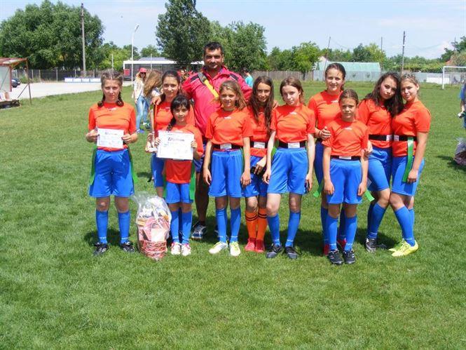 Cupa 1 iunie la rugby-tag pentru echipe de fete de gimnaziu, organizata la Tudor Vladimirescu