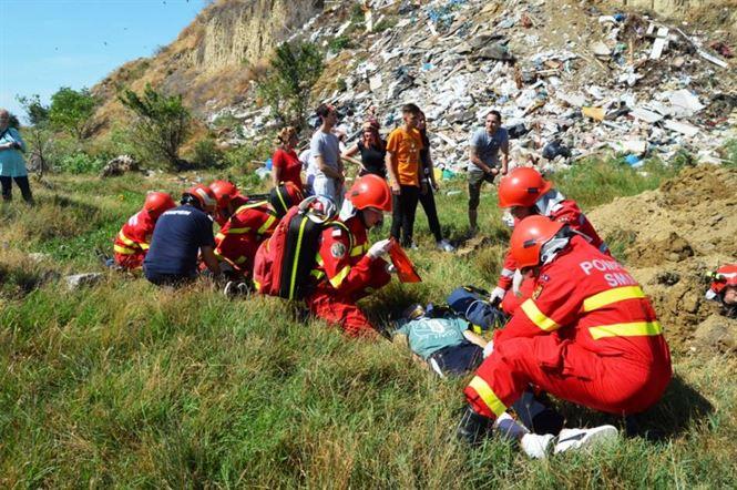 Galerie foto: Interventie ISU Braila pentru gestionarea unei alunecari de teren